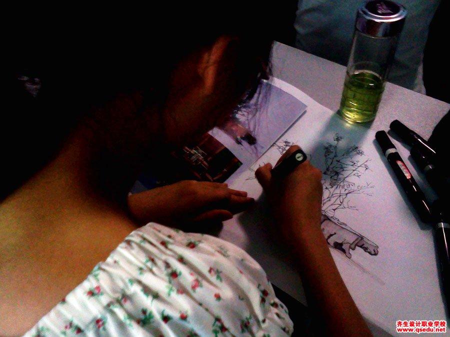 齐生设计职业学校2011年6月手绘课照片5